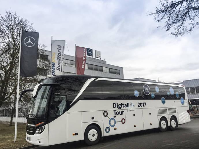 Viaje en autocar de Mercedes-Benz para acudir al Mobile World Congress del año 2017