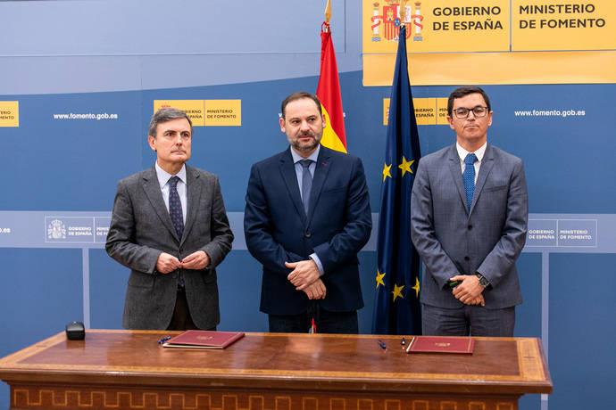 Ábalos subraya el apoyo a Canarias, en la firma del nuevo convenio de carreteras