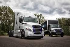 El nuevo Freightliner eCascadia es un camión eléctrico para operaciones de larga distancia.