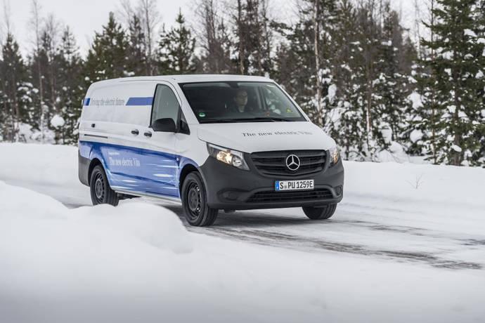 Pruebas con la furgoneta eléctrica Mercedes-Benz Vito, en el Círculo Polar