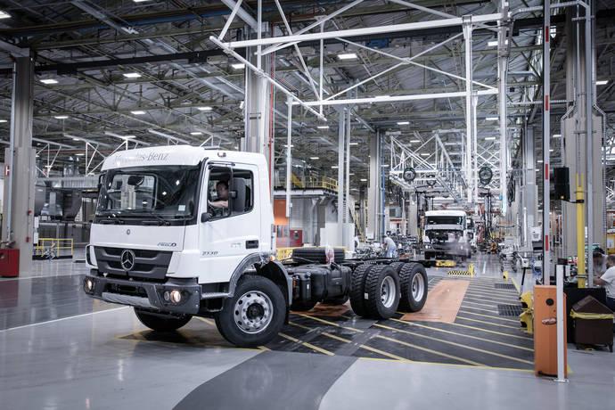 Un camión fabricado por Mercedes-Benz en su planta de Sao Bernardo do Campo.