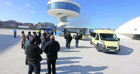 Autobuses que cubren una línea regular del interior de Asturias.
