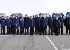 El alcalde de Salamanca, junto a trabajadores del transporte público, el pasado mes de enero.