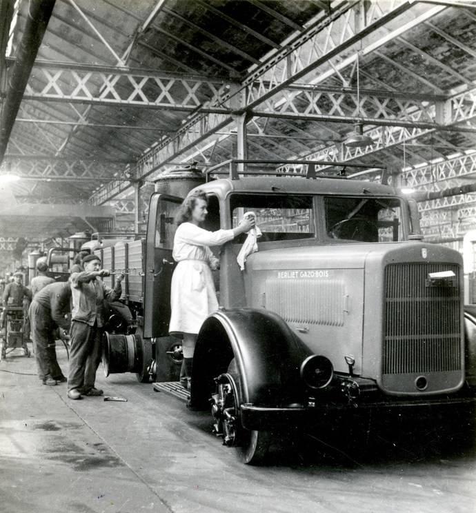 Las mujeres tuvieron una gran importancia durante las dos Guerras Mundiales, reemplazando en las fábricas a los hombres que estaban en el frente.