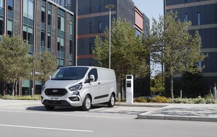 Pruebas de Ford en Londres confirman furgonetas híbridas son una solución