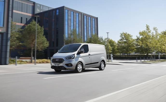 La nueva Ford Transit Custom híbrida enchufable.