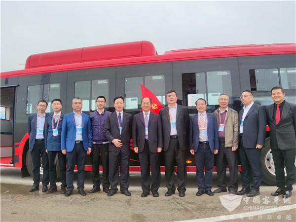 King Long lanza el primer autobús BMT compuesto de fibra de carbono de China