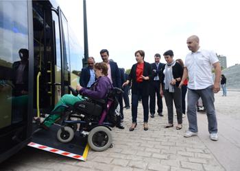 De 1.104 vehículos adscritos a la Junta de Andalucía, 424 son vehículos sin barreras