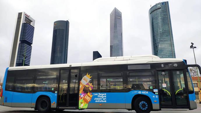 Sus Majestades los Reyes Magos de Oriente viajan en los autobuses de Madrid