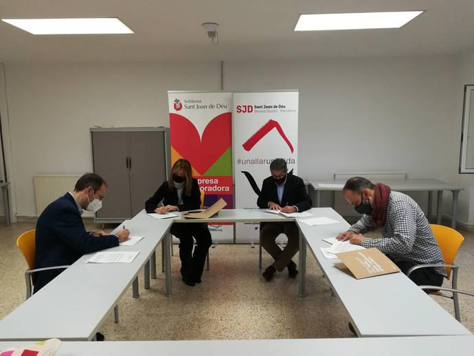 TRAM y Moventia renuevan el acuerdo para garantizar la movilidad a personas sin hogar