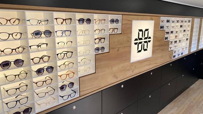 Una tienda de gafas en un Mercedes-Benz Intouro