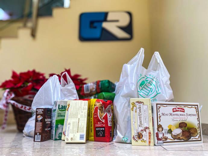 Recogida de alimentos por parte del personal del Grupo Ruiz