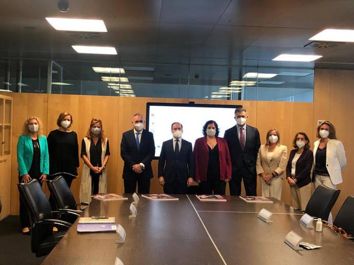 EMT Madrid, de la mano de AECC en la lucha contra el cáncer