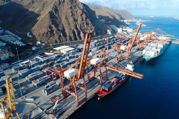Se inicia el transbordo de contenedores en Tenerife