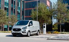Ford amplía sus pruebas de Transit híbrida enchufable