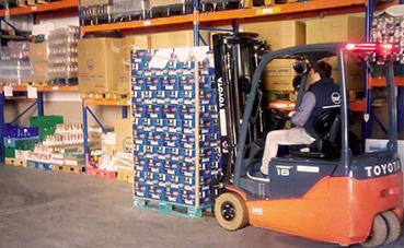 Toyota Material Handling dona una carretilla eléctrica al Banco de Alimentos