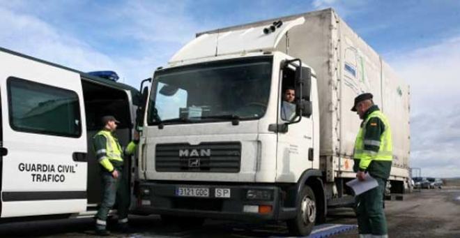 La Dirección General de Tráfico se suma a la campaña de Tispol de camiones y autobuses