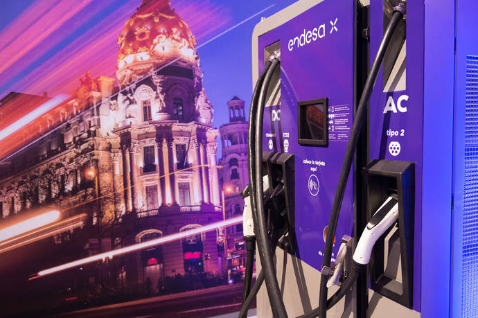 Endesa y Ceees despliegan puntos de recarga para vehículos eléctricos