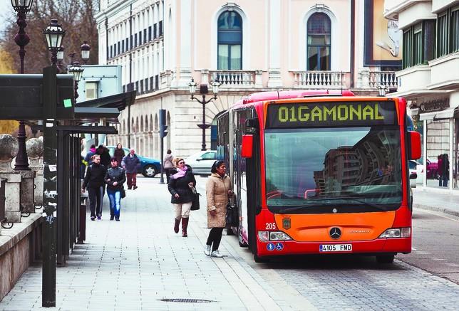 Burgos quiere instalar el pago con el teléfono móvil a bordo de sus autobuses