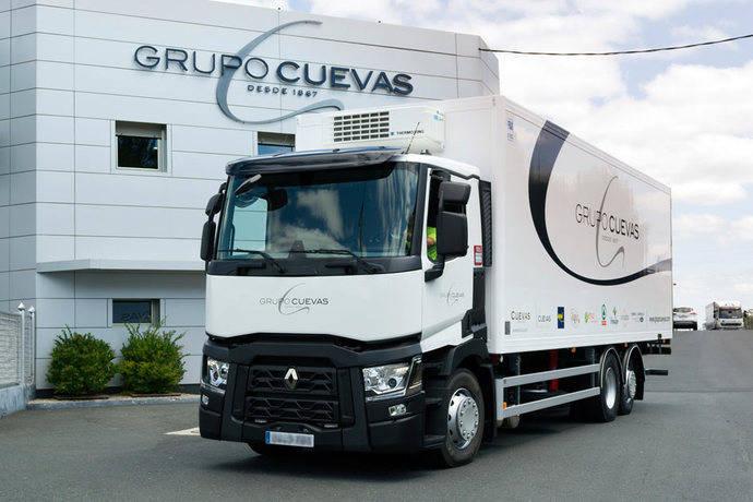 Grupo Cuevas celebra sus 150 años con Renault Trucks