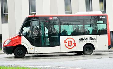 Torre Baró estrena un nuevo autobús adaptado