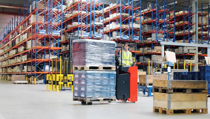 Linde Material Handling lanza sus nuevos vehículos de conductor incorporado