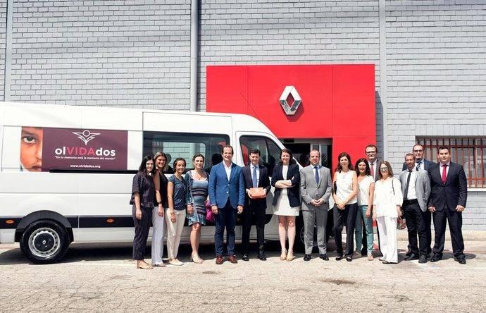 Renault Trucks dona una Renault Master a la asociación olVIDAdos
