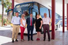 El director general de Transportes visita uno de los servicios de autobús financiados por la Comunidad Autónoma en Mazarrón.