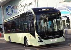 Autobús Volvo en el aeropuerto de Birmingham.