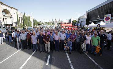 Conductores senior acuden al Rally de Autobuses Clásicos