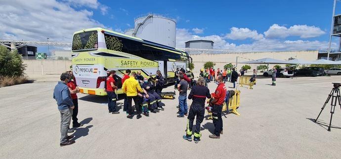 E-Rescue con los bomberos en tareas de rescate en buses