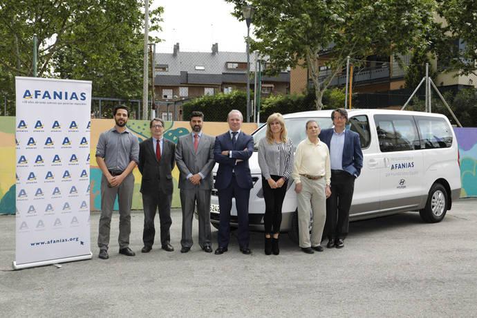 Hyundai cede una H1 a la asociación Afanias