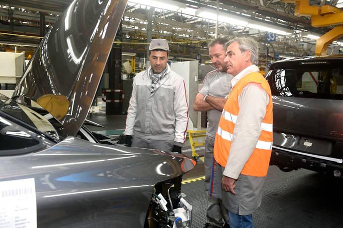 Carlos Sainz visita la planta de PSA en Vigo
