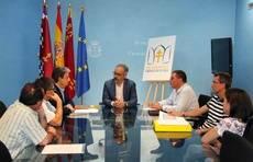 Reunión entre el director general de Carreteras, José Antonio Fernández Lladó, y el alcalde de Caravaca de la Cruz, José Moreno.
