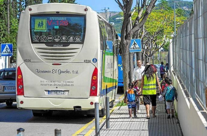 Anetra se cuestiona la idoneidad de integrar rutas escolares en servicios regulares