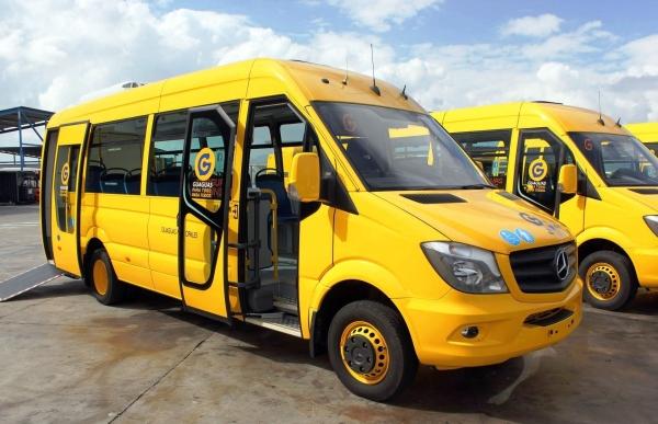 Guaguas adapta dos vehículos a viajeros con movilidad reducida