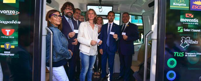 Viaje inaugural del primer bus sin conductor que circula por Cataluña