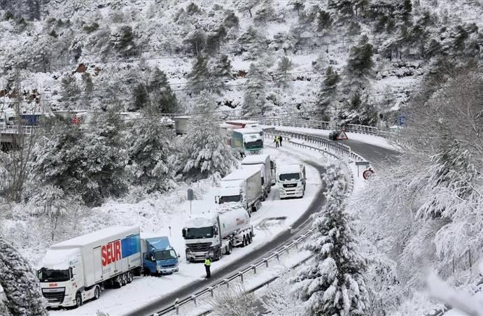 Las asociaciones del sector del Transporte están indignadas ante el corte de carreteras en Cataluña