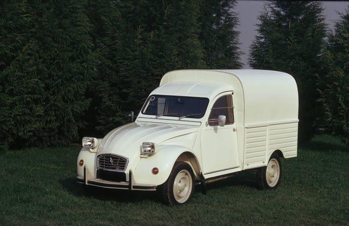 Citroën 2 CV, 65 años de un icono en las carreteras