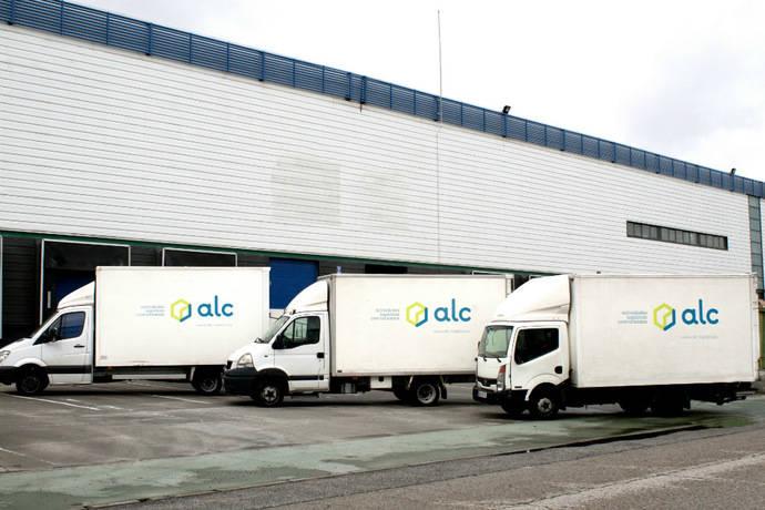 Los vehículos con la nueva imagen de ALC ya recorren las calles de Madrid