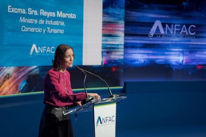 La ministra Maroto: '10.000 millones para la automoción'