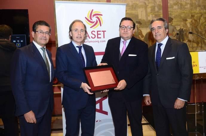 City Sightseeing recibe el reconocimiento del sector turístico de Sevilla recibiendo el Premio Aset de Turismo Mª José Uruñuela