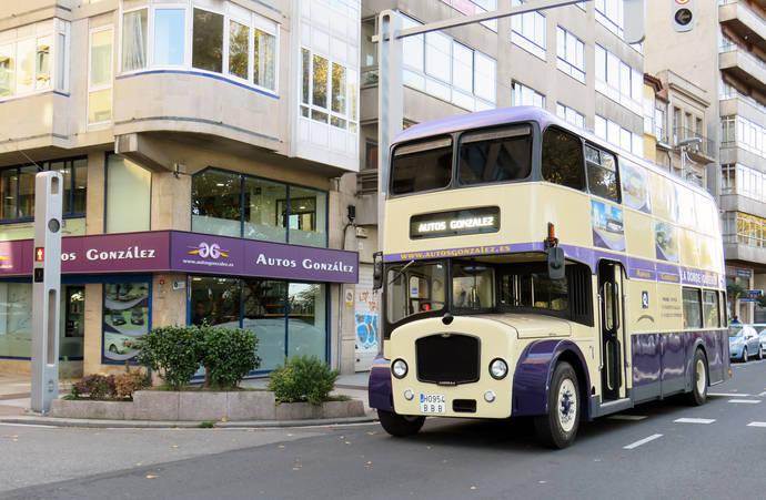 Autos González incorpora un autobús inglés, de los años 60, a su flota