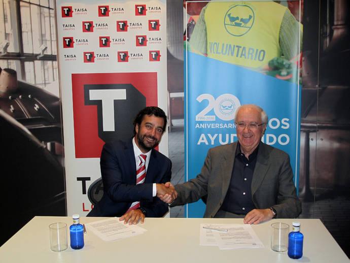 Julio De Pazos, director de Taisa Logistic y Nicolás María Palacios, presidente de Fesbal, firman el acuerdo.