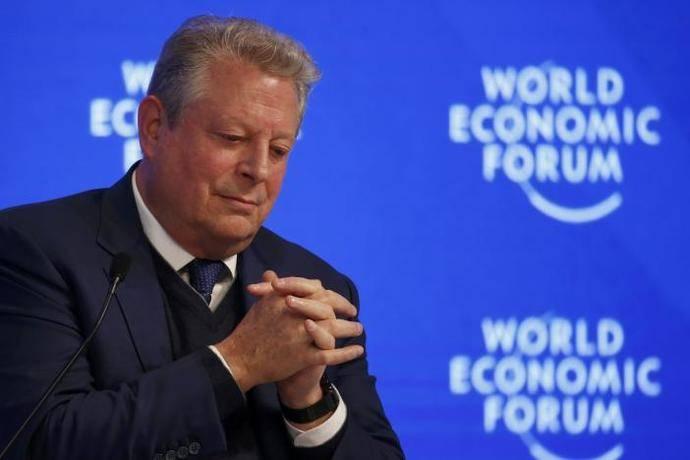 Al Gore pide colaboración público privada en Davos para descarbonizar