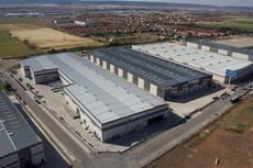 La contratación en las dos principales ciudades españolas suma 629.000 metros cuadrados hasta septiembre.