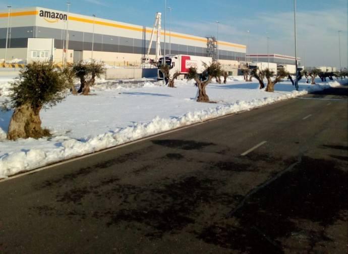 Amazon bloquea a cientos de transportistas una semana en condiciones infrahumanas por la nieve