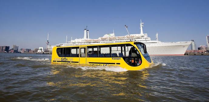 El Anfibús, un innovador autobús que se desplaza por tierra….y agua