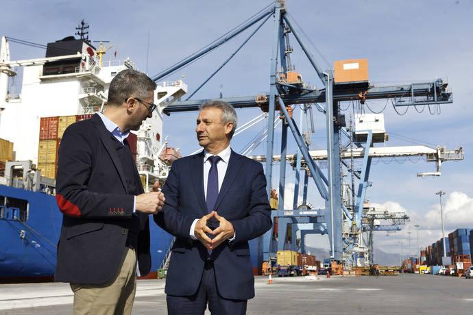 Arcadi España y Francisco Toledo, en su visita a PortCastelló.