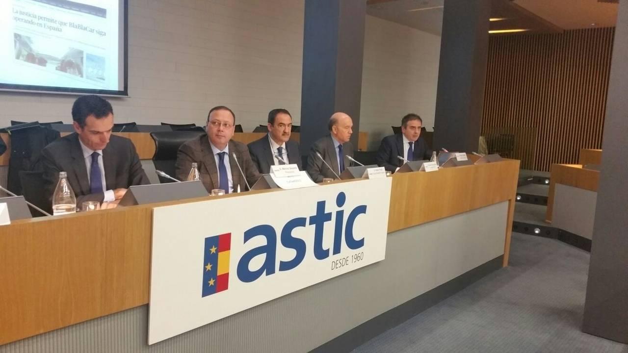 Astic hace un llamamiento a la calma ante el Brexit